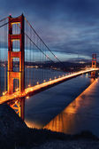 El puente golden gate y las luces de san francisco — Foto de Stock