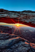 Vertical view of Sunrise at Mesa Arch — Stok fotoğraf