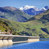 Famous weir in alpine mountain — Stock Photo