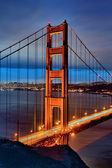 Famous Golden Gate Bridge by night — Stockfoto