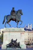 Statue and Fourviere basilic — Stock Photo