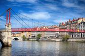 Weergave voor rode footbridge in lyon — Stockfoto