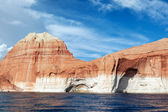 Red cliffs and water of the lake Powell — Stock Photo