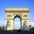 Horizontal view of famous Arc de Triomphe — Стоковая фотография