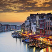 Fameux grand canal, au coucher du soleil — Photo