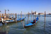 Vue de san giorgio maggiore avec gondoles — Photo