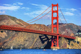 Boats under Golden Gate Bridge — Stock Photo