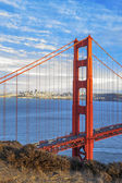 Vertical view of famous Golden Gate Bridge — Stock Photo