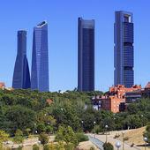 Quatre gratte-ciels modernes — Photo