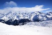 Vista orizzontale della montagna invernale — Foto Stock