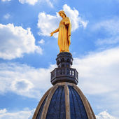 Famous Golden Statue of Virgin Mary — Stock Photo