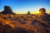 Zonsopgang in monument valley — Stockfoto