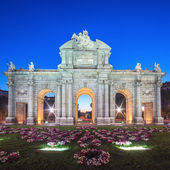 View of famous Puerta de Alcala — Stock Photo