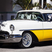 Old white and yellow car — Stock Photo