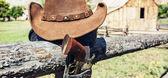 ковбой пистолет и шляпа — Стоковое фото