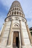 пизанская башня entranc — Стоковое фото