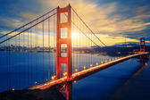 Famous Golden Gate Bridge at sunrise — Stock Photo
