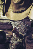 Cowboy gun and hat outdoor — Stock Photo