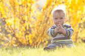 Schattig kind in zonlicht terug — Stockfoto