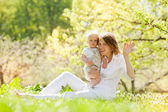 Mother and her child enjoy the summer — Stock Photo