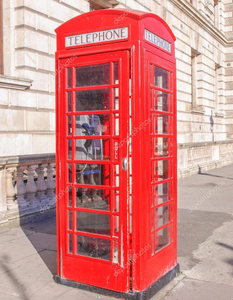 在伦敦,英国传统的红色电话箱 — 照片作者 claudiodivizia