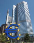 フランクフルトでの欧州の中央銀行 — ストック写真