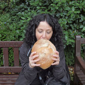 Girl eating bread — Stockfoto