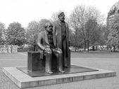 Marx-Engels Forum statue — Stockfoto