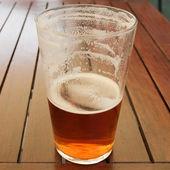 Bier trinken — Stockfoto
