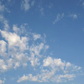 Blauwe hemel met wolken — Stockfoto