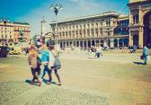 Retro wygląd placu piazza duomo, mediolan — Zdjęcie stockowe