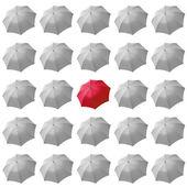 красный зонт среди белых — Стоковое фото