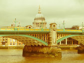 Retro looking River Thames in London — Stock Photo