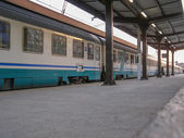 火车在一个站 — 图库照片