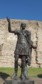 皇帝 trajan 雕像 — 图库照片
