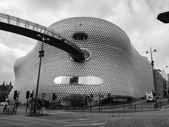 Black and white Bullring shopping and leisure complex in Birming — Stock Photo