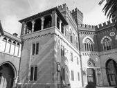 Svarta och vita albertis slott i Genua Italien — Stockfoto