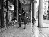 Zwart-wit via xx settembre colonnade in genua — Stockfoto