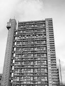 Torre de trellick preto e branco em londres — Fotografia Stock
