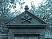 Gothic tomb — Stock Photo