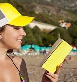 Outdoor picture of lovely teenage girl with book — Stock Photo