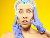 Plastische chirurgie. isoliert auf gelb — Stockfoto