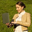 Businesswoman at lunchtime with a computer — Stockfoto