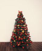 Christmas tree in empty living room — Stock Photo
