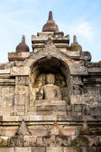 Buddha staty i borobudur templet vägg — Stockfoto