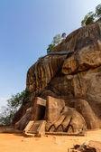 Lion gate entrance facade of Sigiriya rock fortress — 图库照片