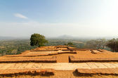 Ruins on top of Sigiriya Lion's rock palace — Stock Photo