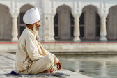 Sikh in a obliteration prayer — Photo