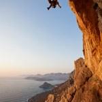 grimpeur au coucher du soleil, l'île de kalymnos, Grèce — Photo