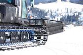 ратрак на лыжный склон, обрезанный вид — Стоковое фото